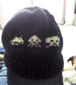 Bonnet Space Invaders - modèle perso + laine de récup'