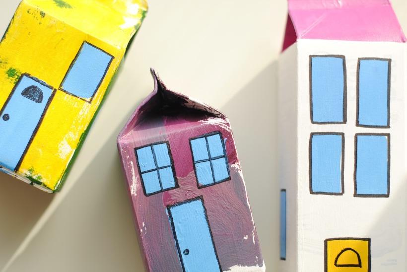 Faire des cartons pour changer de maison mais pas une maison en carton.